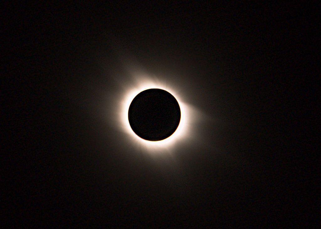 1024px-Sonnenfinsternis